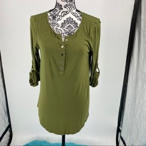 Cable & Gauge green 1/4 button long sleeve top